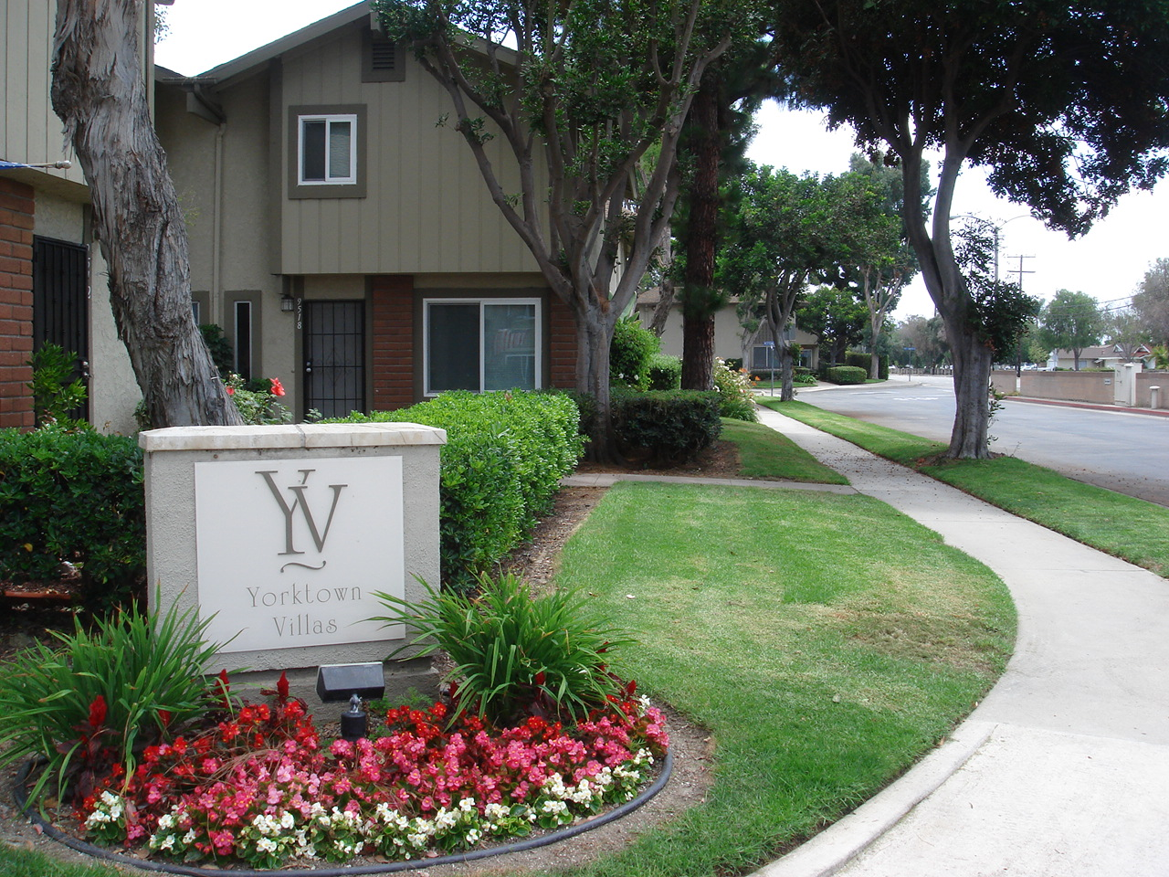 Yorktown Villas Condos Huntington Beach