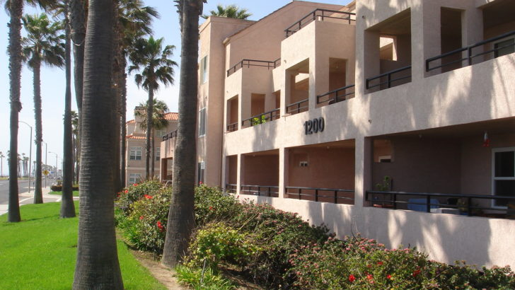 Pierhouse condos Huntington Beach
