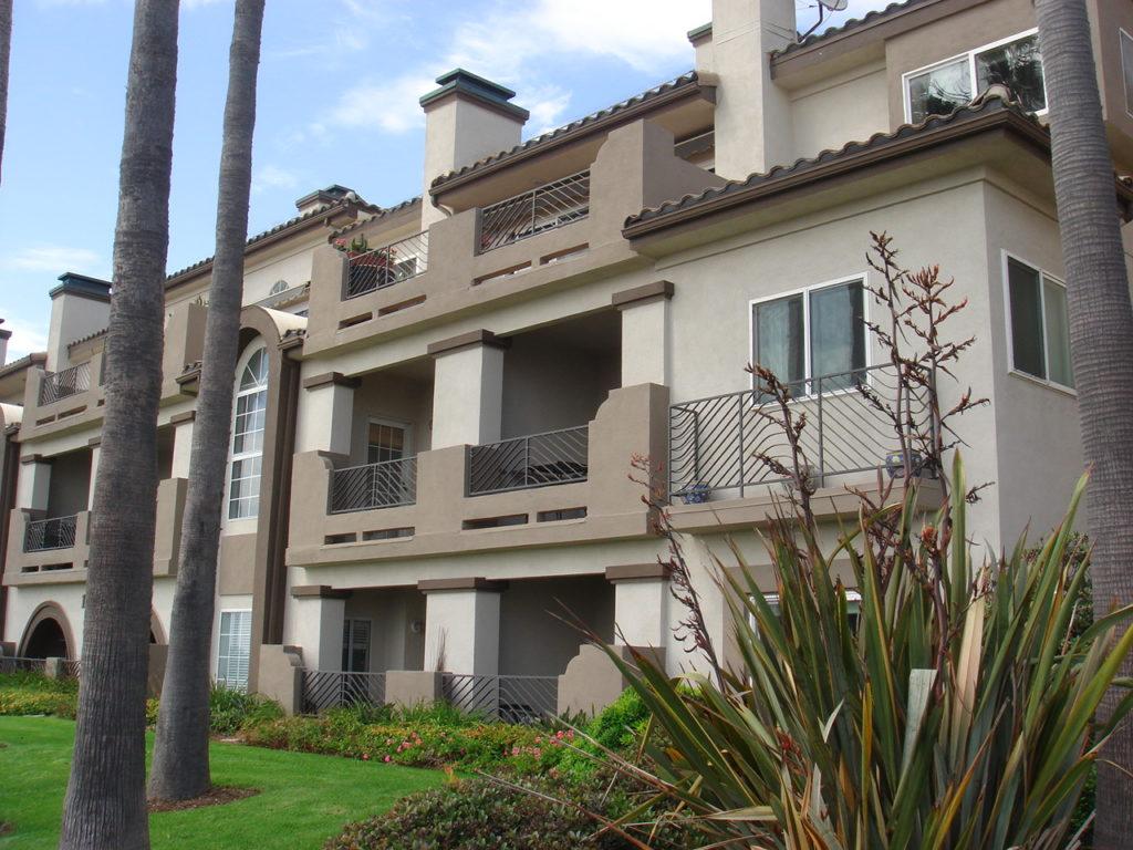Vista Catalina Condos Huntington Beach - balconies
