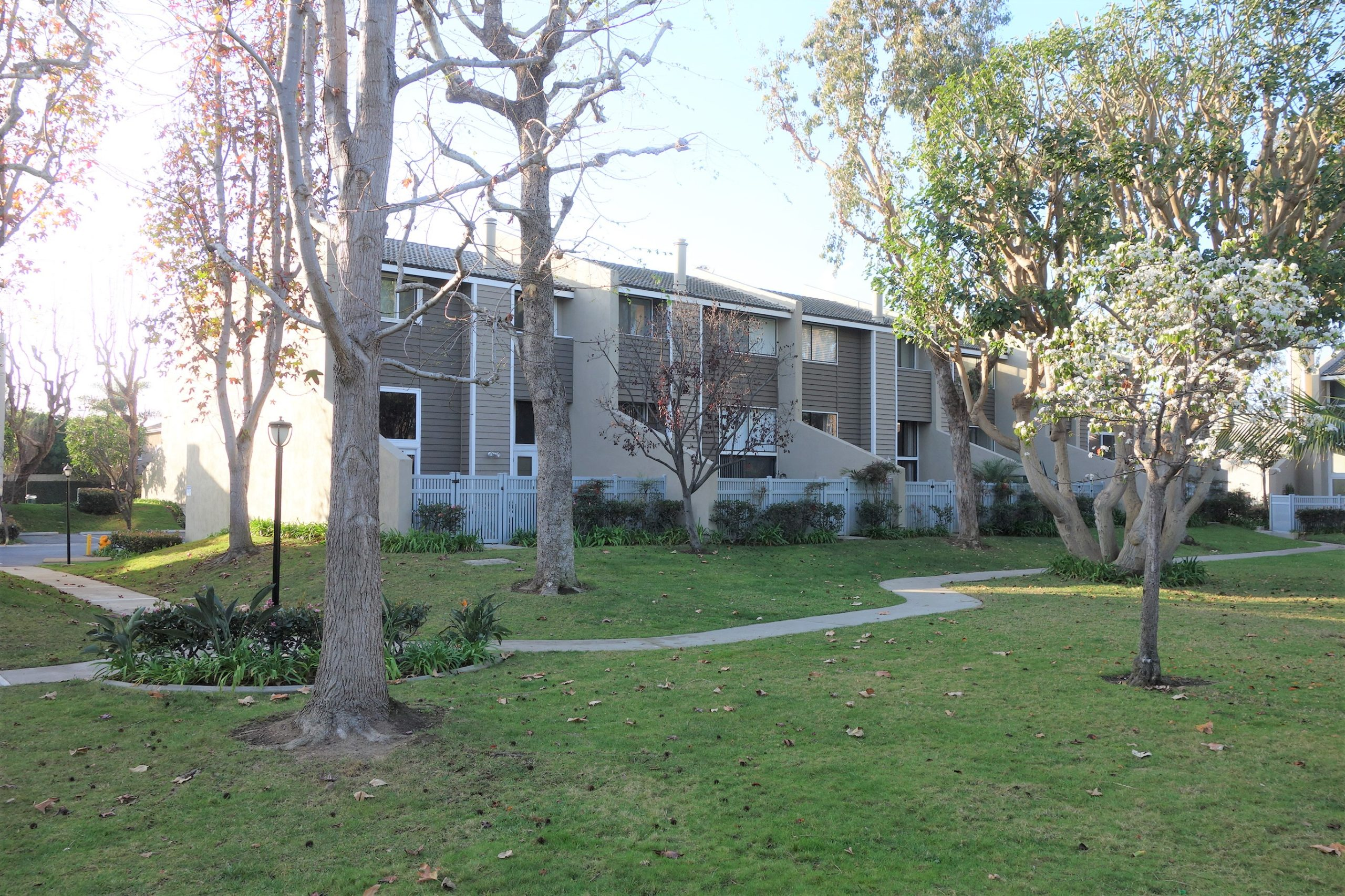 Village Court Tonwhomes Huntington Beach
