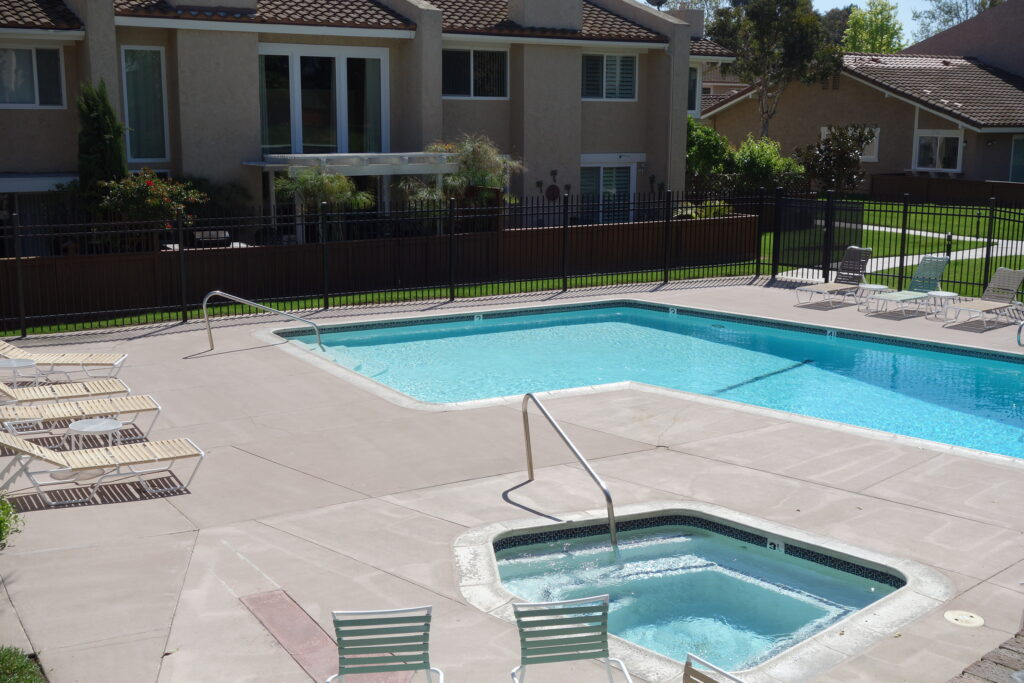Huntington Viewpoint Townhomes Pool